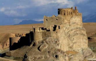 Image of Alamut castle and Ovan lake